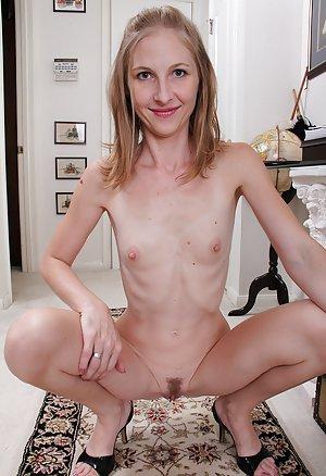 Tiny Tits Milf Porn Pics