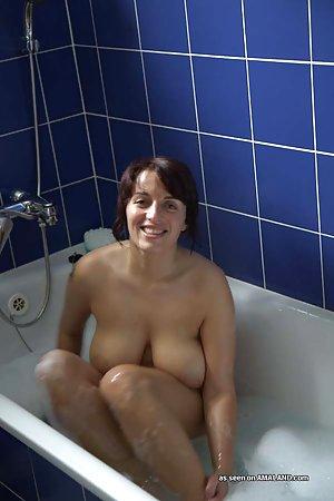 Bath Milf Porn Pics