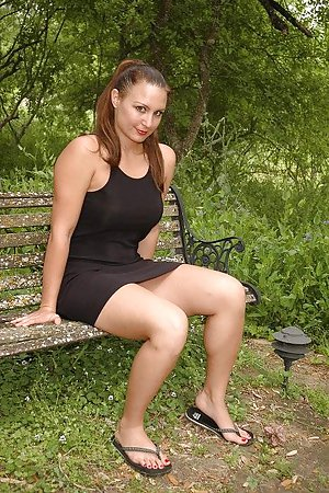 Outdoor Milf Porn Pics