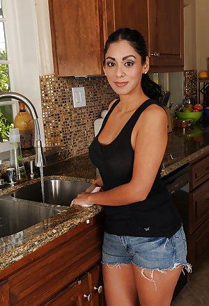 Free Latina Milf Pics