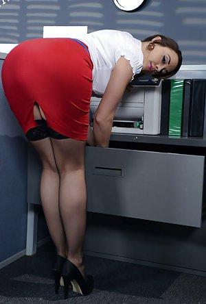 Milf Upskirt Porn Pics