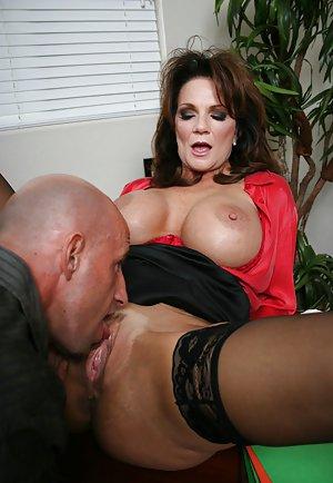 Milf Lick Pussy Porn Pics