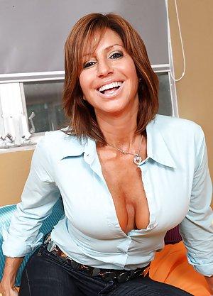 Sexy Milf Porn Pics