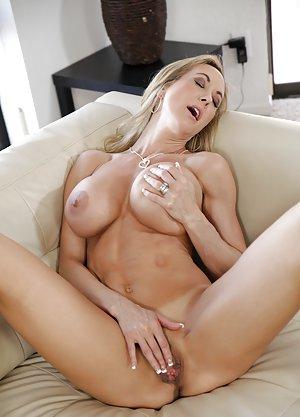 Masturbating Milf Porn Pics