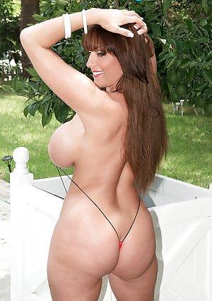 Milfs Bikini Porn Pics